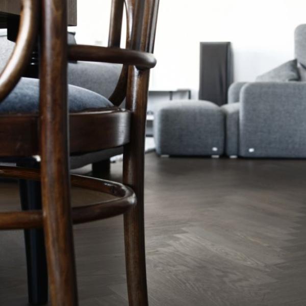 Nasza realizacja: podłoga i schody dąb modyfikowany
